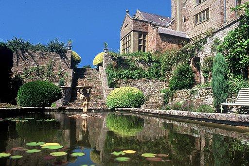 bodysgallen-hall-lily-pond