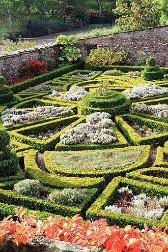bodysgallen-parterre-garden