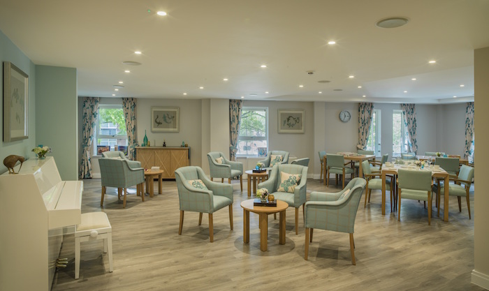 16-11-lifecare-residences-albert-suites-dining-area